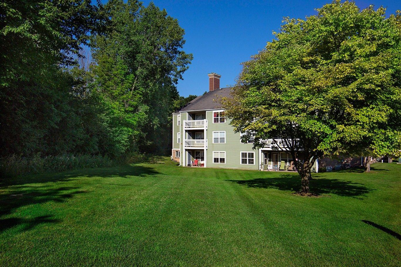 Apartments in kentwood mi woodland creek apartments for Rose city motors michigan